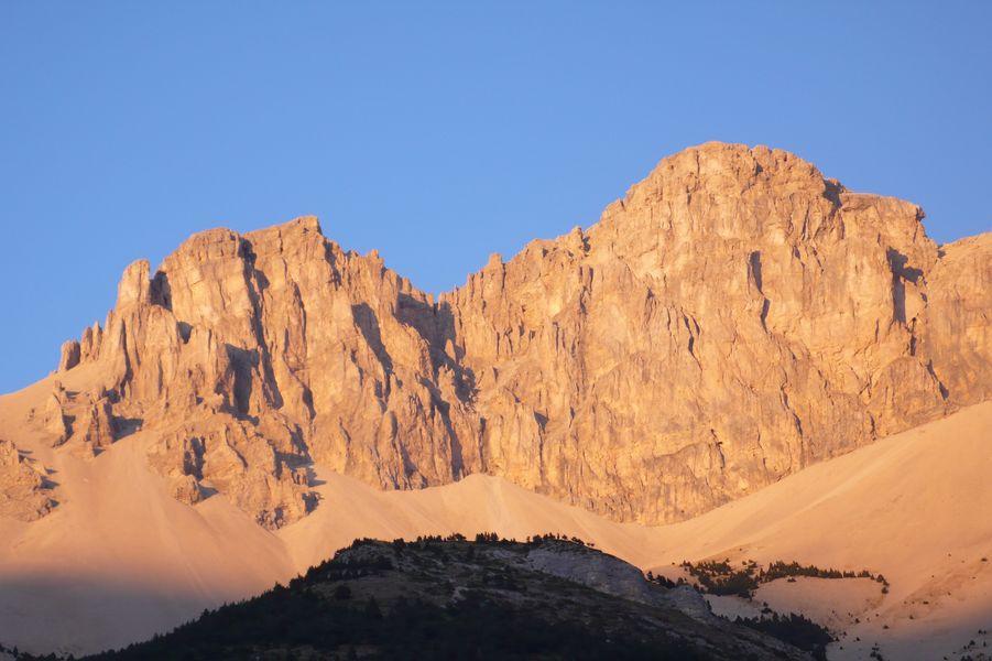 crête berger pic de bure randonnées dévoluy superdévoluy nature montagne