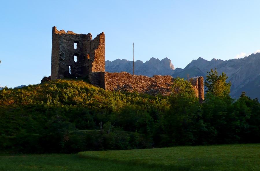 randonnée balade famille Valgaudemar accompagnateur montagne nature Chateau fort Saint Firmin