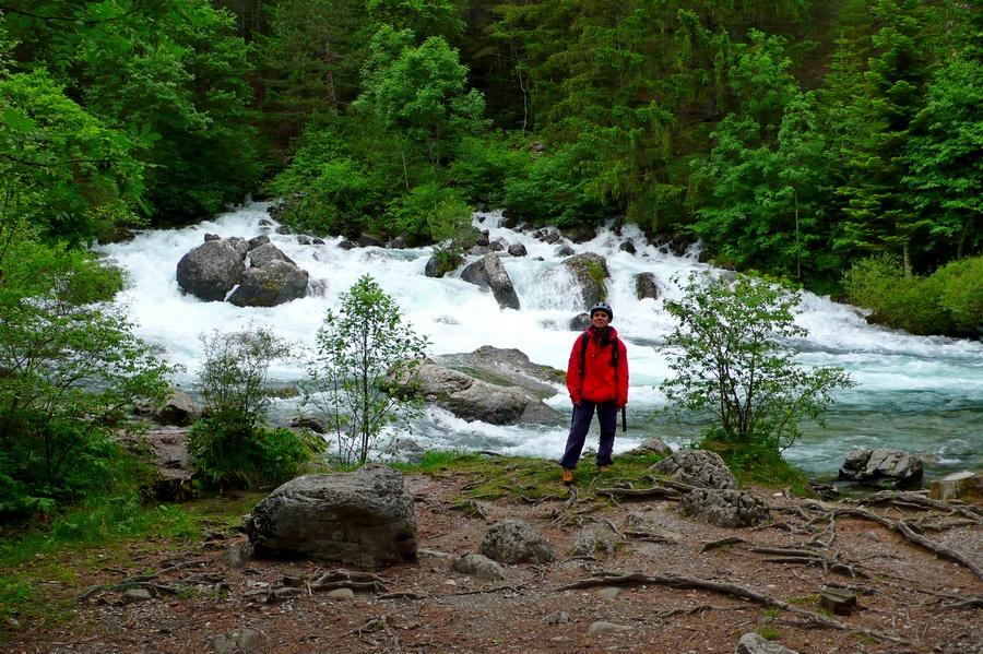 randonnée familiale source Gillardes Dévoluy randos familiales accompagnateur montagne nature
