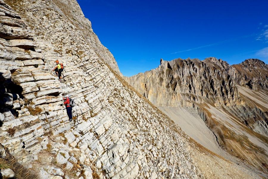 randonnée vertige Dévoluy Pic de Bure face SE accompagnateur montagne nature