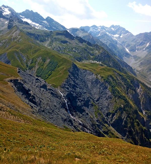 randonnée cascade Ecrins nature montagne Hautes-Alpes